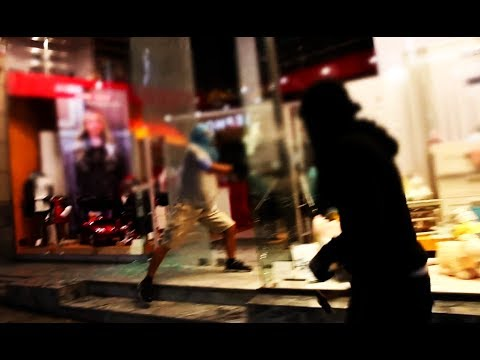 Free Ηριάννα: Anarchists smash one of the most expensive shopping streets in Europe (Athens, Greece)