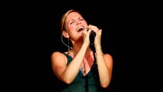 Jennifer Nettles Acoustic Evening - Story Of Your Bones