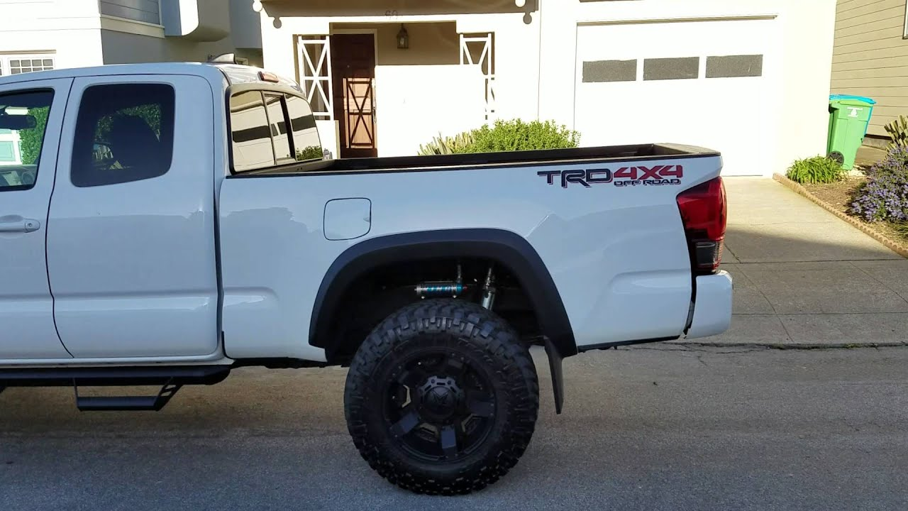 Toyota Tacoma 2016 Off-road with King Racing Suspension!