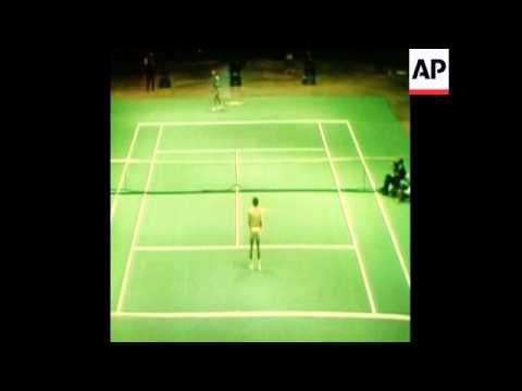 SYND 28-1-74 LAVER BEATS ASHE IN TENNIS CHAMPIONSHIP FINAL IN PHILADELPHIA
