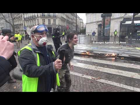 Cry of despair of a woman yellow vest. Paris/France - 1er Décembre 2018