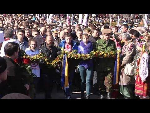 Crimea crisis: Ukrainian PM pledges not to let go of a 'single centimetre' of land