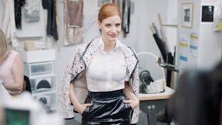 كارل ليغرفيلد يكشف عن خبايا ورشة التصميم في دار شانيل ضمن عرض أزياء هوت كوتور خريف 2016