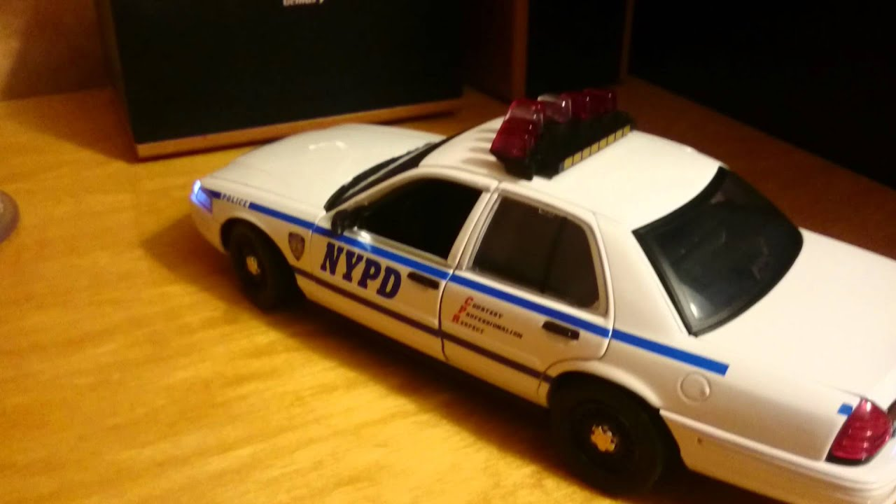 Ford crown victoria nypd interceptor 2001 white 1 18 greenlight