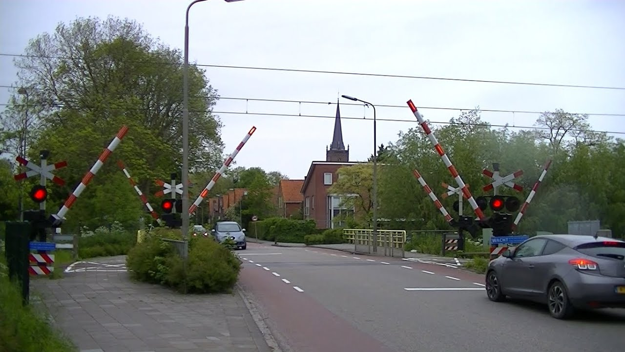 Spoorwegovergang Grootebroek Dutch Railroad Crossing