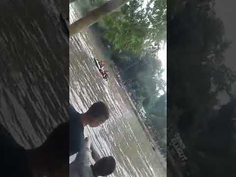 Perahu milik taman kuliner mbanyu kencono yg oleng di lintasan taman glugut