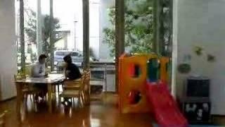 勝美住宅の外観と店内の風景.