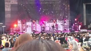 Grimes - Realiti + Flesh Without Blood (Live)