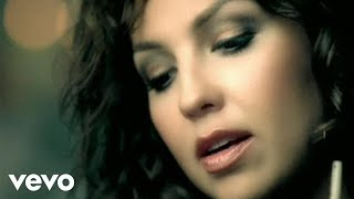 Watch Thalia Un Alma Sentenciada video