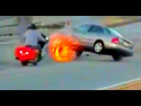 Motorcyclist kicks car in road rage incident, triggers chain reaction car crash in California HD