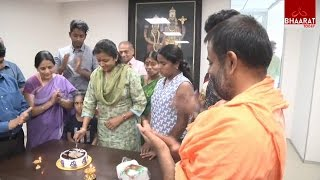 Anchor Suma Celebrates Her Birthday At Bhaarat Today Office | With Her Family | 22Nd March 2017