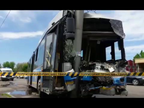 В Алматы в столкновении автобуса №63 и Гелендвагена пострадало 23 человек.