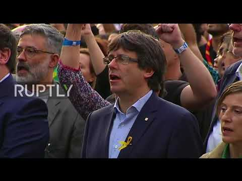 Spain: Catalan leaders sing anthem during Barcelona protest