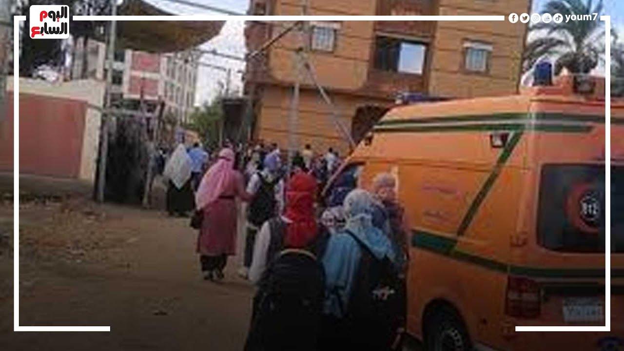 صورة فيديو : الإسعاف تنقل طالبة بالثانوية من اللجنة بسبب طلق الولادة