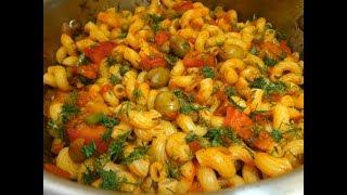 פסטה מהירה וטעימה עם זיתים, עגבנית, בצל ,אפונה וגזר.