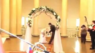 Невеста на свадьбе потеряла платье прикол