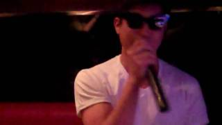 At Di Yuan karaoke in Flushing with Yeh singing his fav jam (Peck the Beak.com)