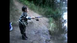 Рыбалка. Маленькая рыбачка