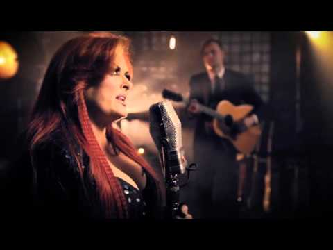 Wynonna & The Big Noise - Things That I Lean On