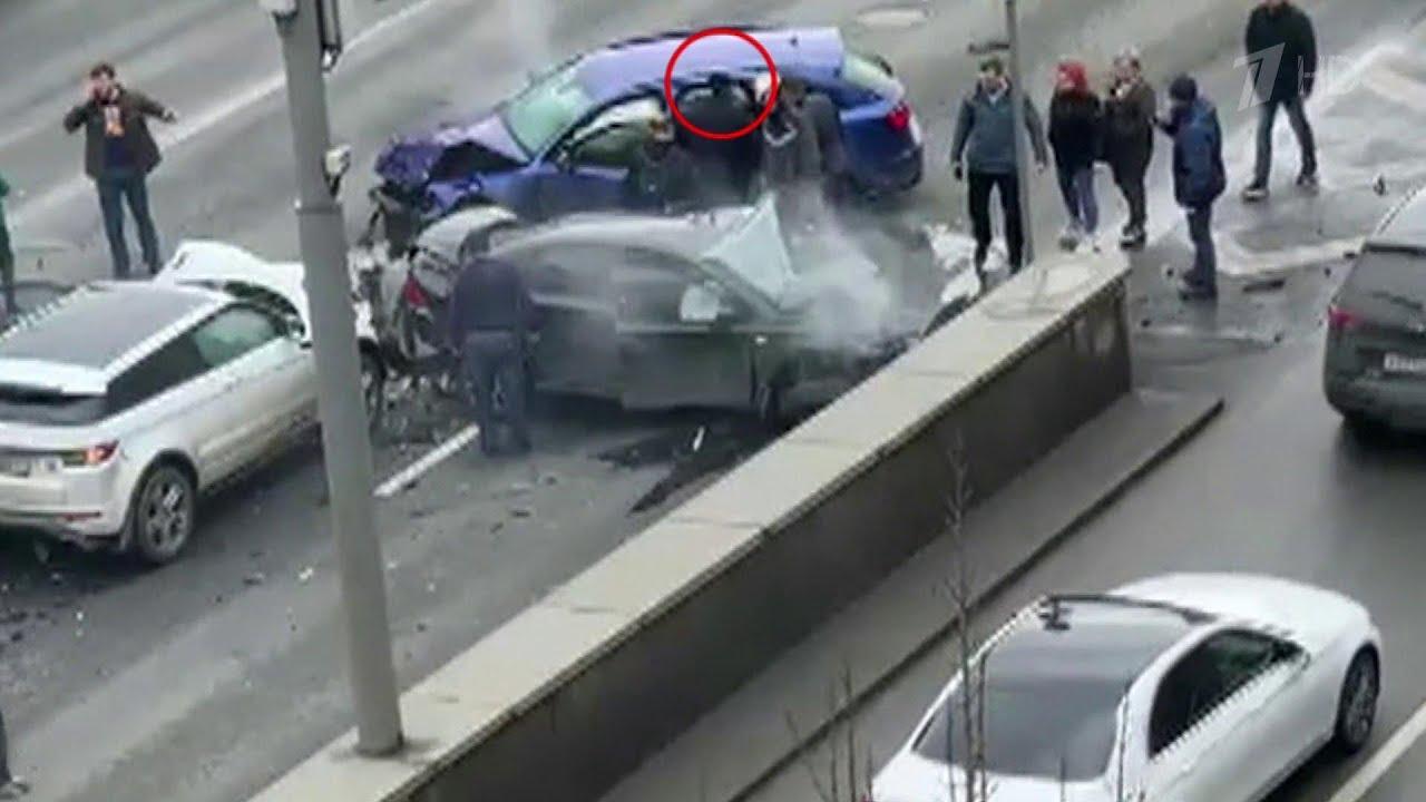 ДТП с пятью машинами на Садовом кольце в Москве спровоцировал блогер, снимавший скандальные видео.
