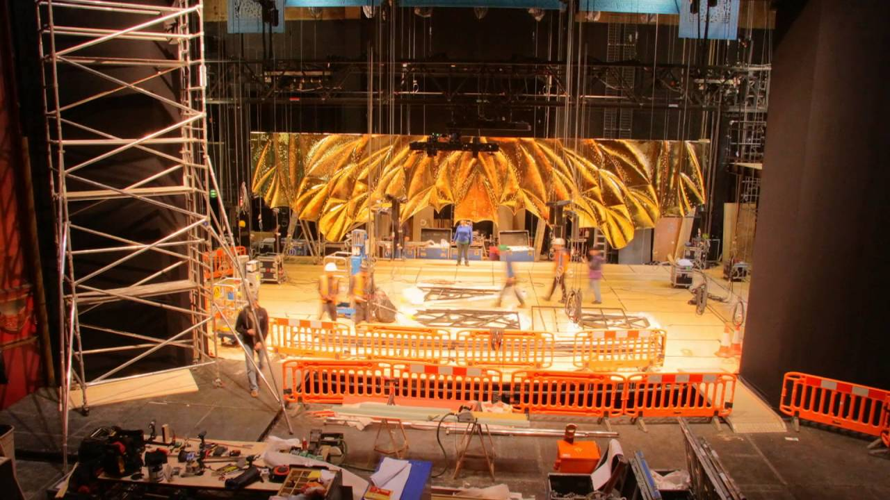 Timelapse Watch Spectacular Aladdin Set Go Up In Londons Prince Edward Theatre