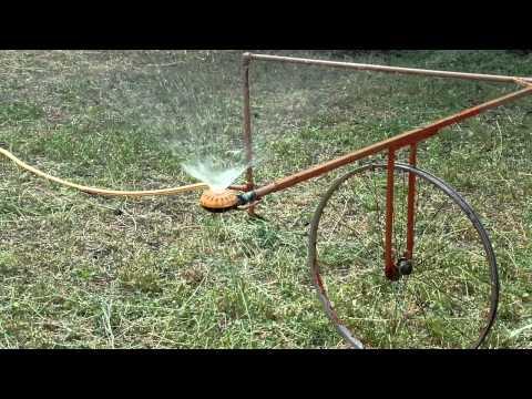 видео: Как работает моё самодельное поливное устройство на огороде