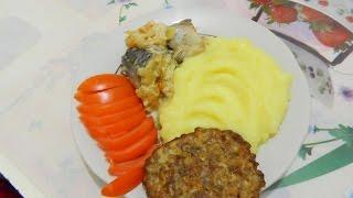Готовим обед: пюре картофельное, рыба тушеная, гречаники