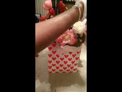 Valentine's Day Gift Ideas/DIY Flower Arrangement / Dollar Tree DIY/Valentine's Decor DIY