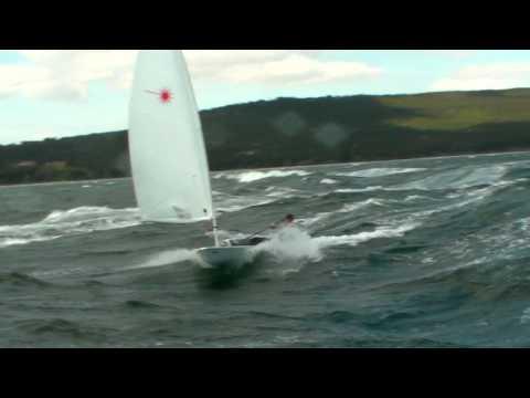 Laser à Martigues par 35 noeuds de vent (11).MP4