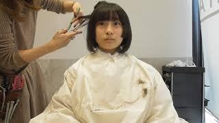 286作目はアニメ好きの中学生モデル様のイメチェンに密着しました! スーパーロングヘアをバッサリと前下がりボブにカット! とても素敵に大変身されました! 切った髪束 ...