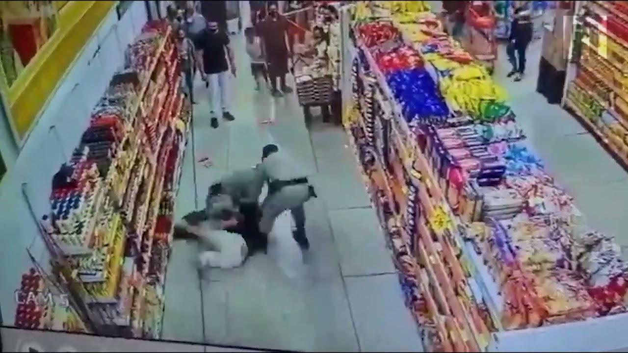 Mulher se recusa a usar máscara em mercado, saca faca e morde PM