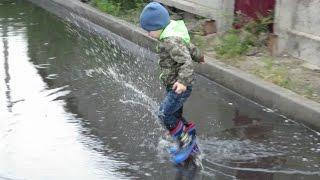Развлечение для детей - Весело бегаем по лужам! Entertainment for children, fun for kids!