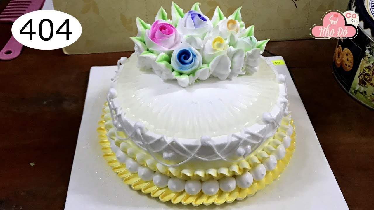 Decorated with many roses cake – bánh sinh nhật vàng và nhiều hoa hồng (404)