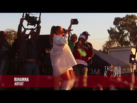 Rihanna performs Wait a minute