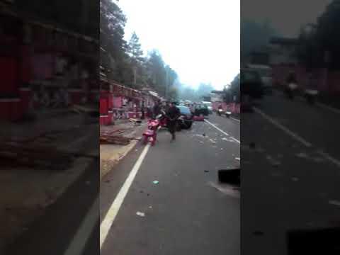 Mencekam, kerusuhan di jalur Puncak akibat pembongkaran warung sepanjang jalur Puncak..