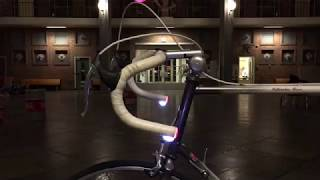 De ontwikkeling van een geïntegreerde knipperlichtinstallatie voor racefietsen.