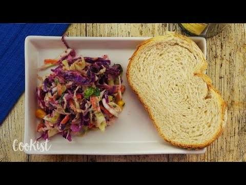 Creamy coleslaw salad: too delicious and easy to not try it!
