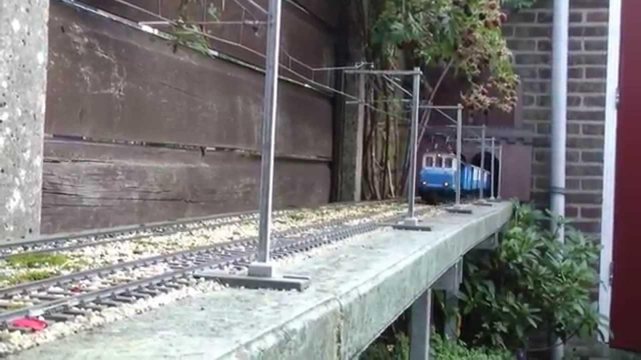 Marklin Maxi E69 im Garten unter dem Draht - YouTube
