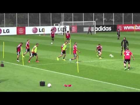 Bayer 04-Training - 4 + Papadopoulos gegen 2 in drei Gruppen