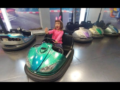 Terracity AVM Playland Eğlence Merkezindeyiz.Elifi her oyunda yendim Çarpışan araba hariç