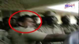 Chandrapur DYSP slapping Protester's leader