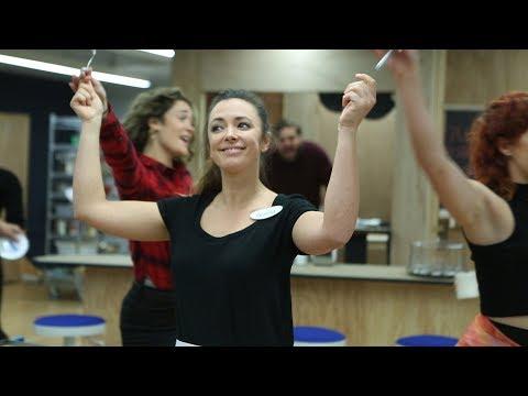 Watch Desi Oakley, Bryan Fenkart & the Cast of the WAITRESS Tour Open Up in Rehearsal