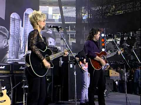 Lorrie Morgan - A Picture of Me (Without You) (Live at Farm Aid 1992)