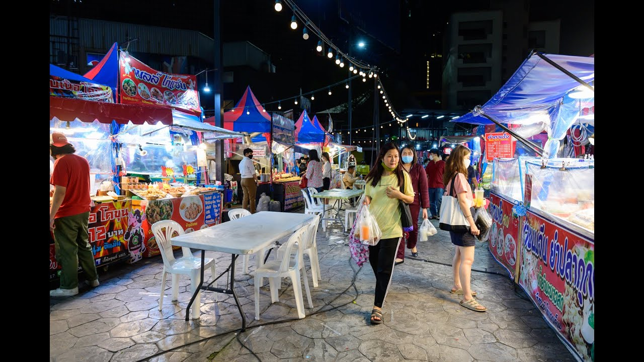 "[4K] 2020 ""Avenue Ratchayothin"" night street food and shopping walk from BTS station, Bangkok"