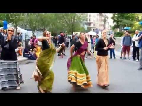 HARE KRISHNA DANCERS