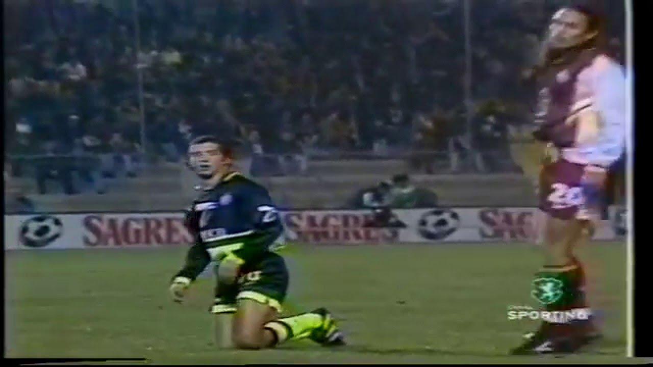 Simão Sabrosa alvo dos defesas contrarios em 1998/1999