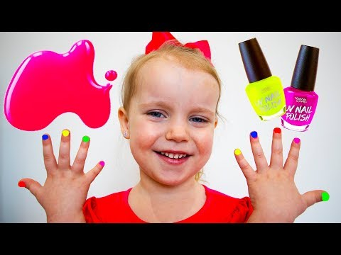 Gaby and Alex Pretend Play and Learn colors with colored Nail polish art
