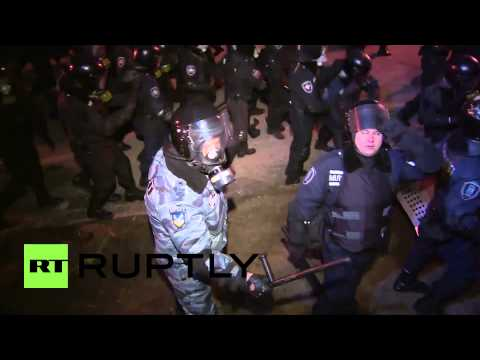 Ukraine: Police charge protesters storming presidential admin building