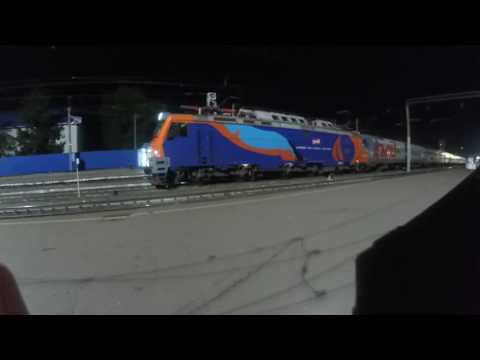 Прибытие ночного ЭП20-001 с поездом№030С Москва-Новороссийск на станцию Россошь 17.07.2016