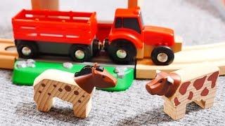 Un tracteur à la ferme. Vidéo éducative de trains et voitures en bois